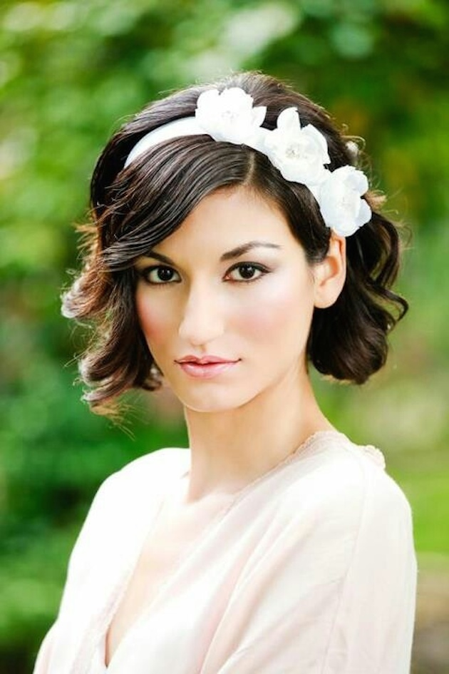 Hairstyles for Short Haired Brides_hairband